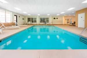 The swimming pool at or near Wingate by Wyndham Helena