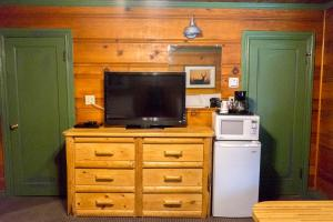 A television and/or entertainment center at Shaver Lake Village Hotel