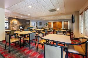 A restaurant or other place to eat at Wingate by Wyndham Helena