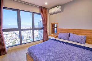 A bed or beds in a room at Sol Beach Apartments Nha Trang