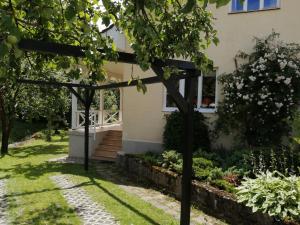 Vonkajšia záhrada v ubytovaní Chalupa Tíšina