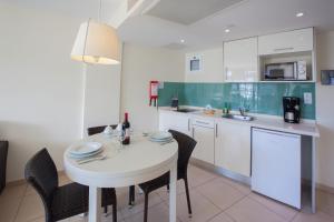 A kitchen or kitchenette at Revoli