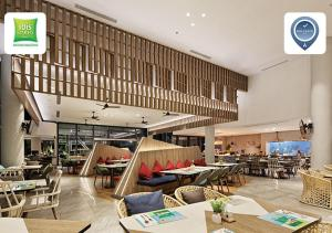 A restaurant or other place to eat at ibis Styles Batam Nagoya