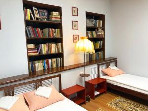 Библиотека в хостеле