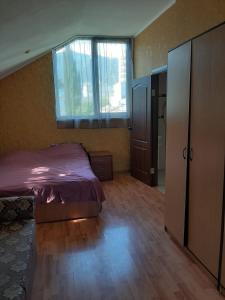Кровать или кровати в номере Студио на Васильева