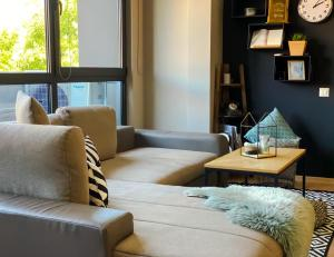A seating area at City Center Apartments