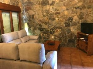 A seating area at El Relax de Sanabria