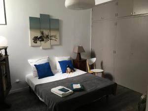 A bed or beds in a room at Escales des T3