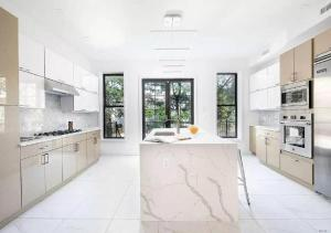 A kitchen or kitchenette at HUGE CONTEMPORARY DUPLEX 3 BR LUXURY APARTMENT