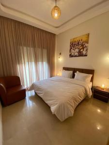 A bed or beds in a room at Villa du bonheur (Appel Garden)