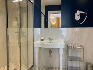 Een badkamer bij Le Tardif, Noble Guesthouse