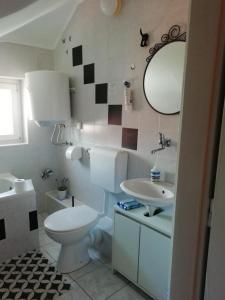 A bathroom at Ankora Apartment