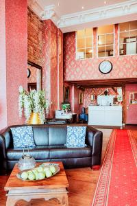 The lobby or reception area at Garden Boutique Hotel