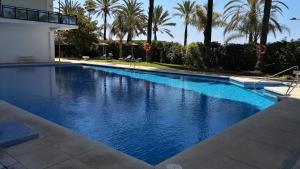 Bazén v ubytování Skol 318C by Completely Marbella nebo v jeho okolí