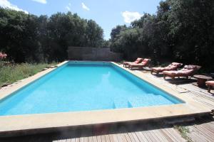 The swimming pool at or close to Studio Gard calme et nature