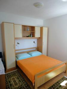 A bed or beds in a room at Apartments Bugenvila