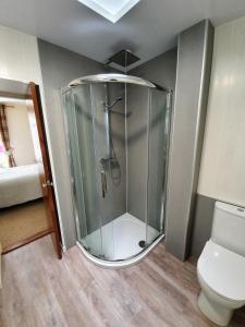 A bathroom at Doric House