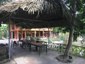 A restaurant or other place to eat at Vu Linh Homestay