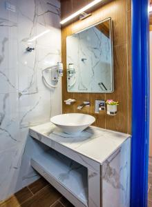 Ένα μπάνιο στο The Blue Apartments and Beach