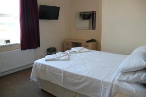 A bed or beds in a room at Croxdale Inn