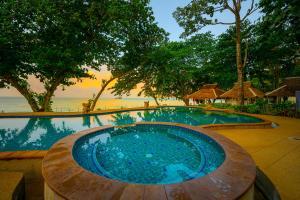Бассейн в Siam Beach Resort или поблизости