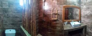 A bathroom at Auberge Keurmariguen