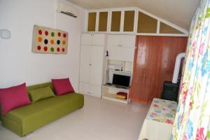 A kitchen or kitchenette at Apartment Art Adriatic