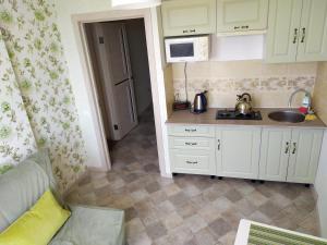 A kitchen or kitchenette at Квартира 300 м от моря