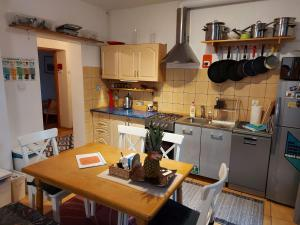 A kitchen or kitchenette at Apartament Rodzinny