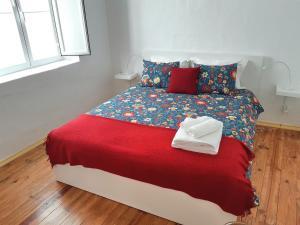 A bed or beds in a room at Casas de Alcamim