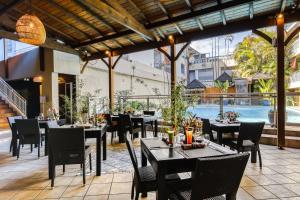 Restaurant ou autre lieu de restauration dans l'établissement Sud Hôtel