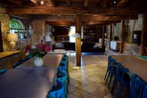 A restaurant or other place to eat at Domaine le Muret