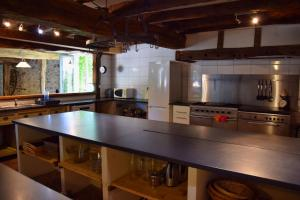 A kitchen or kitchenette at Domaine le Muret