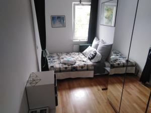 A bed or beds in a room at Apartament Dagny