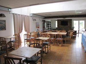 Restaurant ou autre lieu de restauration dans l'établissement Brit Hotel Bosquet Carcassonne Cité