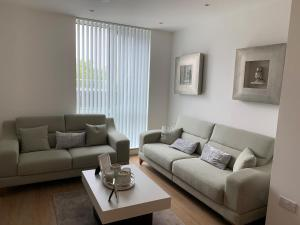 A seating area at Bracknell - Stunning 1 bedroom Flat with Spectacular Views