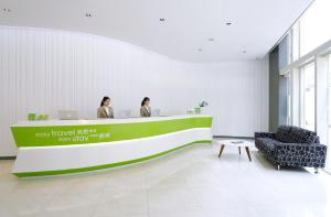 The lobby or reception area at Hotel Ease Causeway Bay