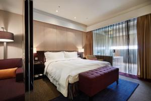 A bed or beds in a room at The Tango Hotel Taipei XinYi