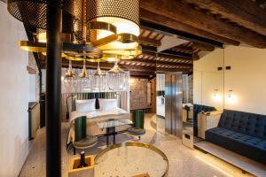 Ein Sitzbereich in der Unterkunft Spirito Santo Palazzo Storico