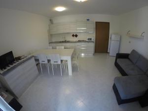 Kuchyň nebo kuchyňský kout v ubytování Villaggio Cristina 2