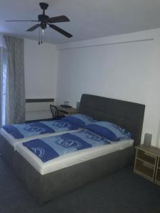 A bed or beds in a room at Penzión Vilo