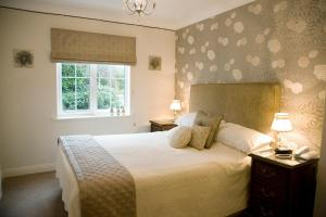 A bed or beds in a room at Rivermount House
