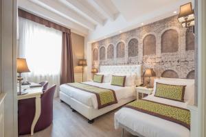 Letto o letti in una camera di Hotel Giberti