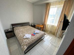 A bed or beds in a room at Stolitsa