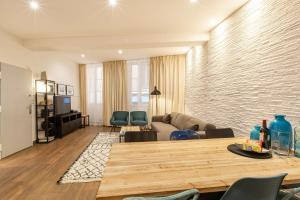 A seating area at COULEE VERTE 2 Bedrooms in the old town at 5 min from the sea