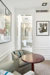 Ein Sitzbereich in der Unterkunft Hotel de Londres y de Inglaterra