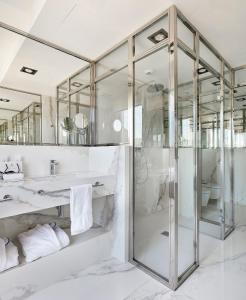 A bathroom at Hotel de Londres y de Inglaterra
