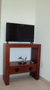 A television and/or entertainment center at Casa do Mosteiro de Refoios do Lima