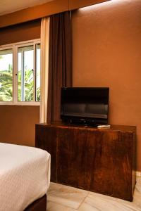 A television and/or entertainment center at Chillout Hotel Tres Mares