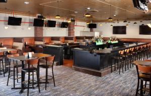 A restaurant or other place to eat at Hyatt Regency Green Bay